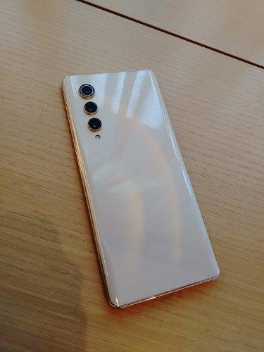 LG전자 전략 스마트폰 'LG 레인보우'로 추정되는 제품 /사진=트론 트위터