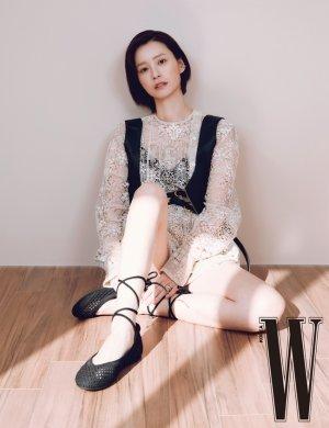 정유미, 시스루 상의 입고…과감한 하의실종 패션 '깜짝'