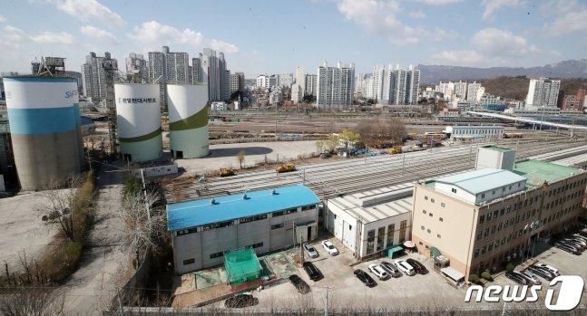 서울 노원구의 한 아파트에서 바라본 광운대역 일대 물류부지의 모습. /사진=뉴스1