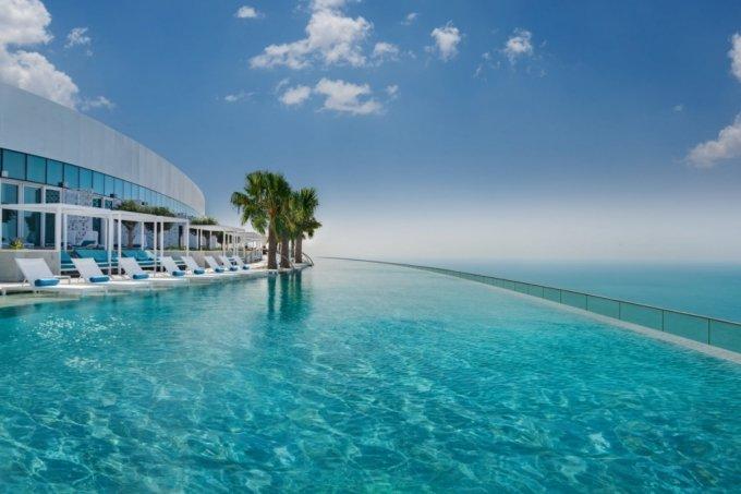 두바이의 어드레스 비치 리조트 호텔 옥상에 위치한 세계에서 가장 높은 수영장. /사진=어드레스 비치 리조트 페이스북