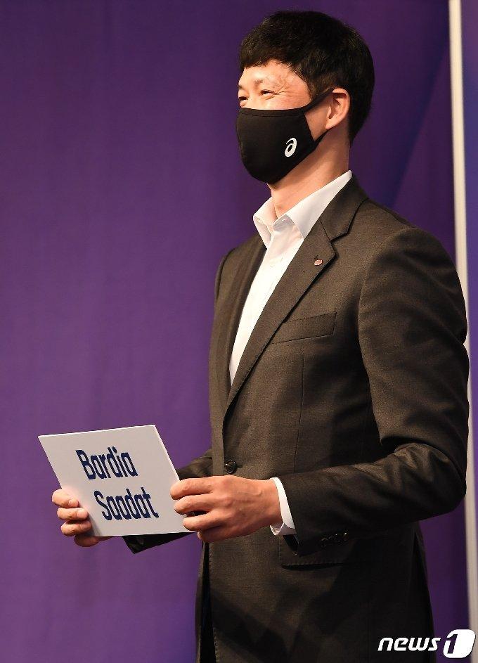 장병철 한국전력 감독이 이란 출신 바르디아 사닷을 선택했다. (한국배구연맹 제공) © 뉴스1