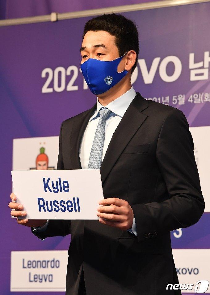 카일 러셀을 선택한 고희진 삼성화재 감독. (한국배구연맹 제공) © 뉴스1