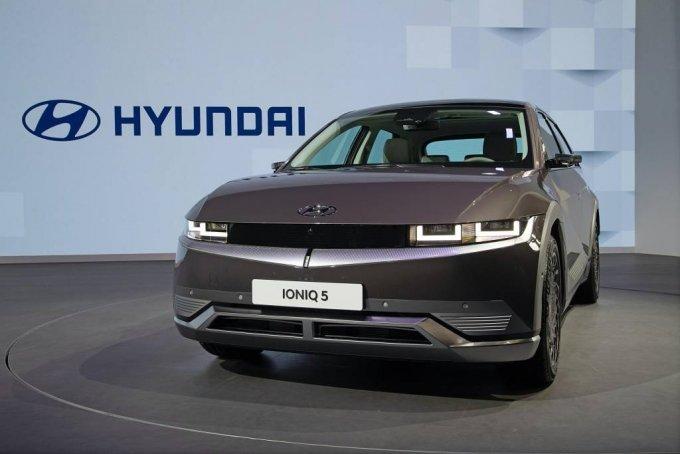 [서울=뉴시스]현대자동차는 19일(현지시각) 중국 상하이 컨벤션 센터(National Exhibition and Convention Center)에서 열린 '2021 상하이 국제 모터쇼(2021 Shanghai International Automobile Industry Exhibition)'에 '고객의 삶에 혁신적이고 최적화된 모빌리티 솔루션 제공'을 주제로 참가해 전용 전기차 브랜드 아이오닉의 첫 모델인 '아이오닉 5'를 중국에서 처음으로 공개했다. (사진=현대자동차 제공) 2021.04.19. photo@newsis.com *재판매 및 DB 금지