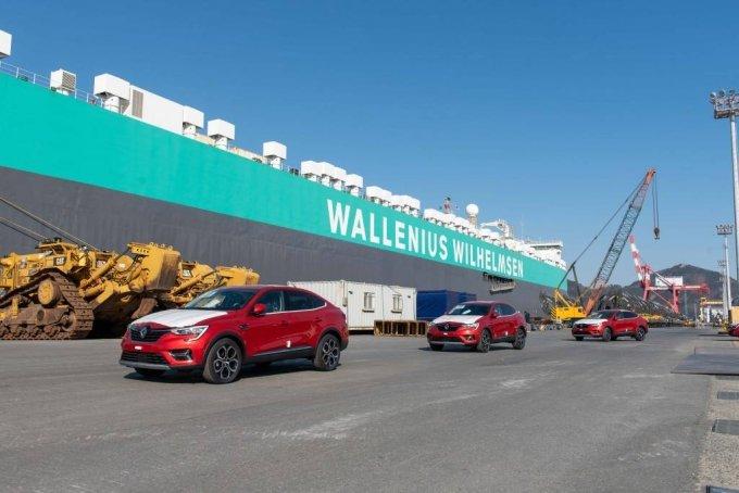 [서울=뉴시스]르노삼성자동차(대표이사 도미닉 시뇨라)는 프리미엄 디자인 소형 SUV XM3을 지난 25일 유럽 수출물량 첫 선적을 개시했다고 28일 밝혔다. 이번에 수출물량 첫 선적을 마친 XM3는 프랑스와 독일 및 이탈리아, 스페인 등 유럽 내 주요국으로 향할 예정이다. 이들 물량은 약 40일간의 항해를 거쳐 2021년초 유럽시장에 상륙하게 된다. 2020.12.28. (사진=르노삼성자동차 제공) photo@newsis.com
