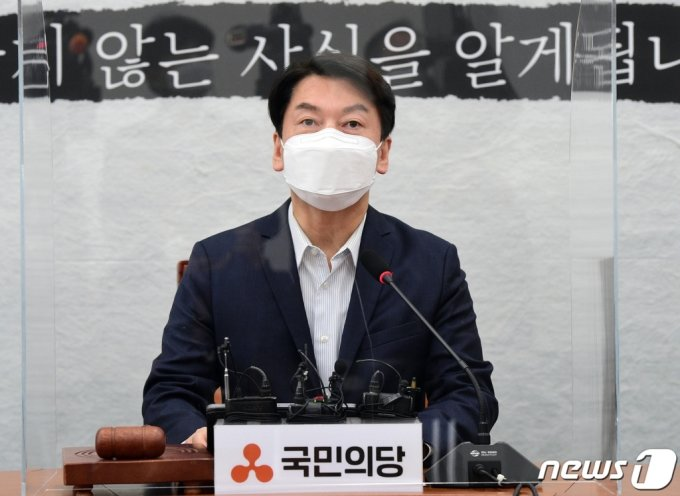 안철수 국민의당 대표가 6일 서울 여의도 국회에서 열린 최고위원회의에서 모두발언을 하고 있다. /사진=뉴스1