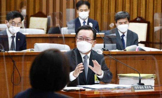 김부겸 국무총리 후보자가 6일 서울 여의도 국회에서 열린 인사청문회에서 질의에 답변하고 있다. / 사진제공=뉴시스
