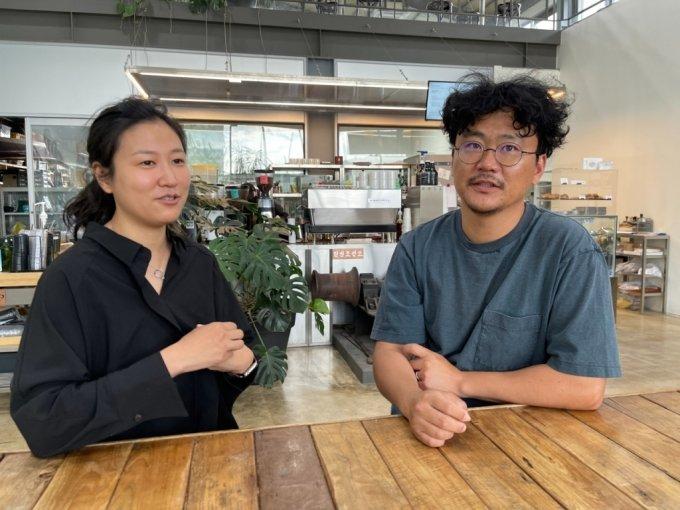 최윤성(오른쪽)·백은정 와이크래프트보츠 대표