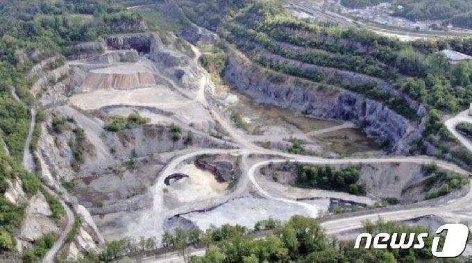 쌍용양회가 영월군 한반도면 폐광산 부지에 조성하려는 폐기물매립장 예정부지.© 뉴스1