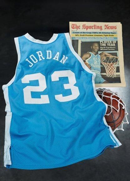 헤리티지 옥션에서 138만 달러(약 15억원)에 낙찰되며 최고가를 경신한 마이클 조던의 유니폼. /사진=헤리티지 옥션 트위터