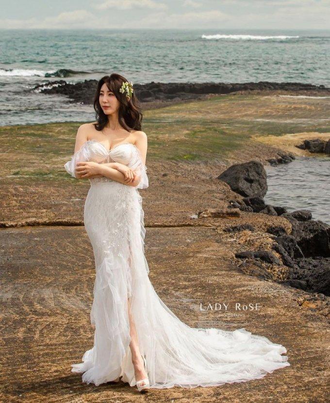 오는 9월 결혼을 앞둔 방송인 박인영이 제주도에서 찍은 웨딩화보를 공개했다. /사진=박인영 인스타그램