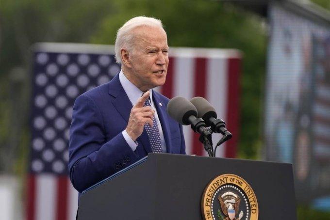 [덜루스=AP/뉴시스]조 바이든 미국 대통령이 29일(현지시간) 취임 100일을 맞아 미 조지아주 덜루스의 인피니트 에너지 센터에서 열린 집회에 참석해 연설하고 있다. 2021.04.30.