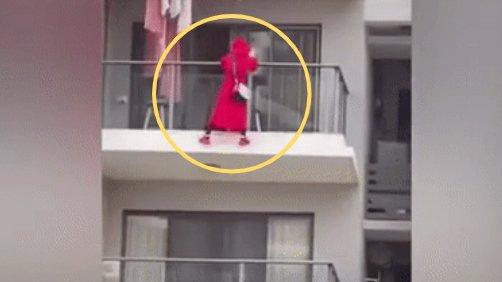 25층 베란다에서 춤추는 '라방' 찍다가…中 40대女 추락사