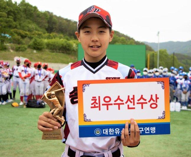 MVP에 오른 서울 송파구유소년야구단 박준혁. /사진=대한유소년야구연맹
