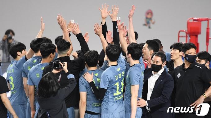 '실업 대회' 출전하는 최태웅 감독