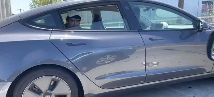 뒷자석에서 주행중인 모습/ 사진=샤르마 유튜브 캡처