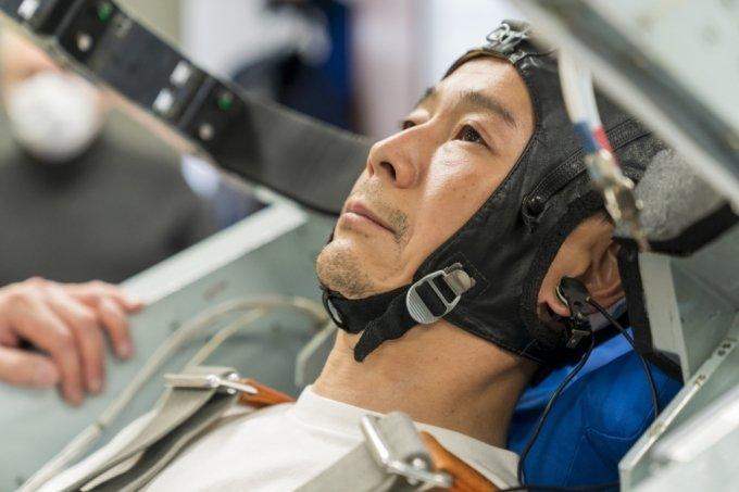 일본의 억만장자 사업가 마에자와 유사쿠가 우주 중력 환경을 시험하는 원심분리기에서 훈련을 받고 있는 모습. /사진=스페이스 어드벤처스