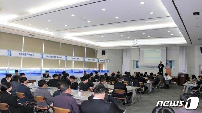 한국선원복지고용센터가 부산 중앙동에서 신규 선원 취업박람회를 열고 있다.(한국선원복지고용센터 제공) © 뉴스1
