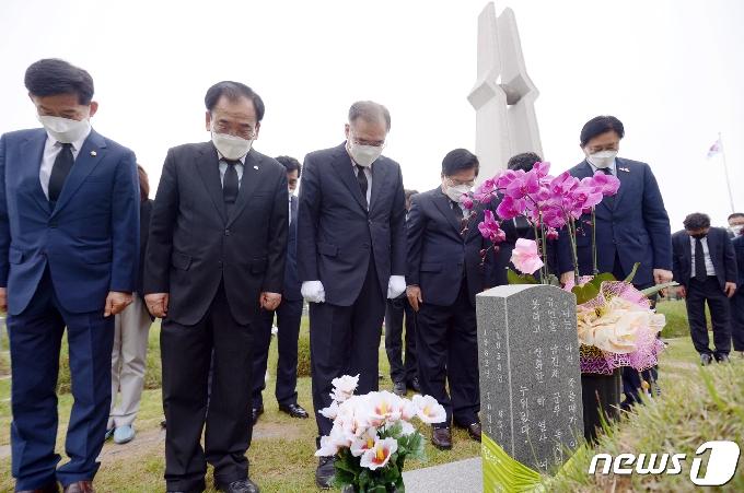 [사진] '박관현 열사 찾은 이개호 의원'