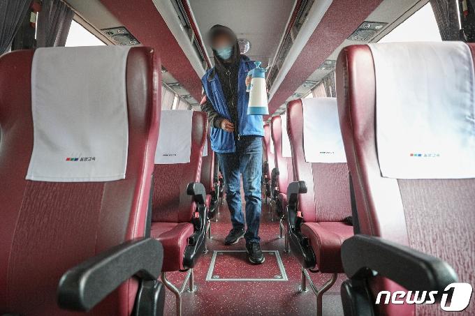 순천과 여수 오간 고속버스 운전기사 확진…승객 파악 비상