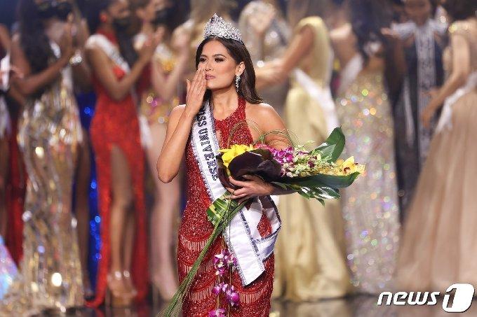 '2021 미스 유니버스'로 등극한 멕시코 대표 안드레아 메자(26)/사진제공=AFP/뉴스1