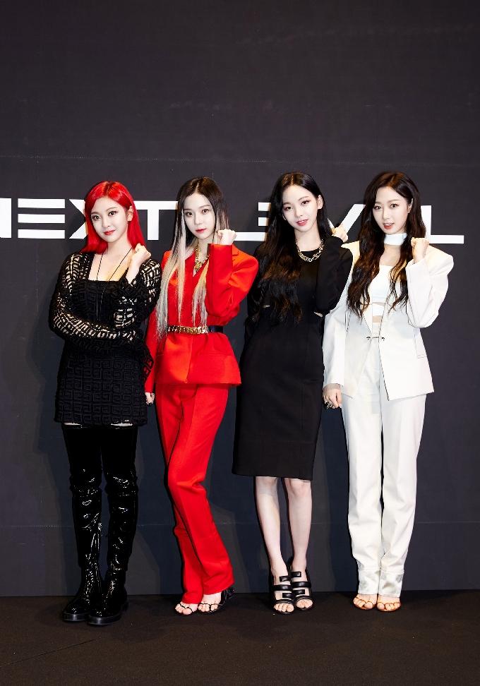 [단독] '괴물 신예' 에스파, 데뷔 후 첫 예능 나들이…'주간아' 출격