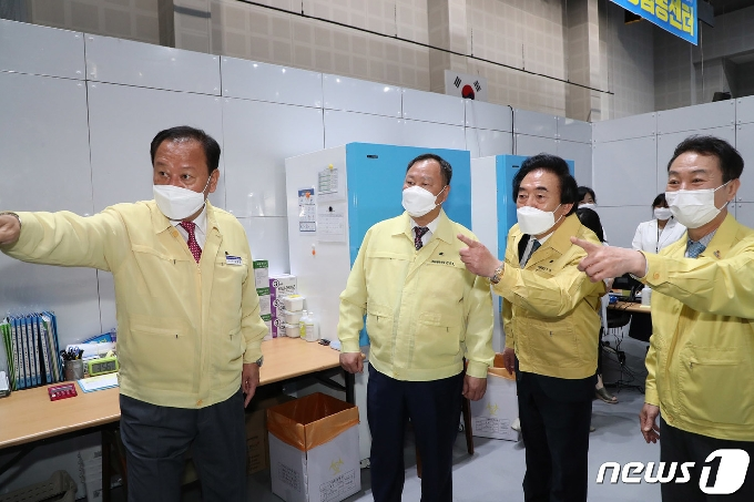 [사진] 코로나19 예방접종센터 방문한 서울시의회 의장단