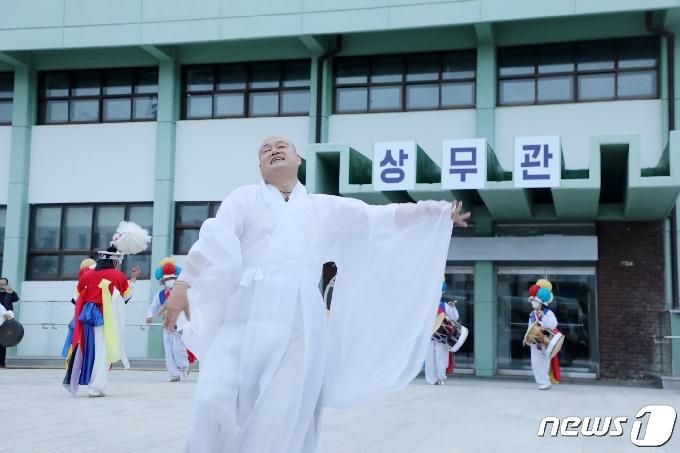 [사진] 오월 영령 달래는 공연