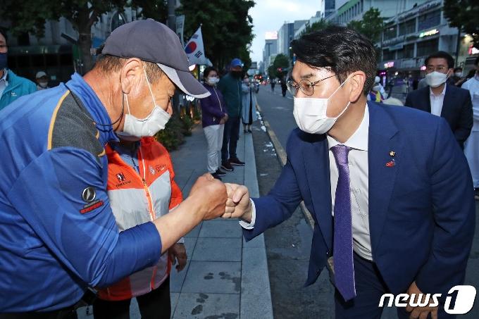 [사진] 광주시민과 인사하는 박용진 의원