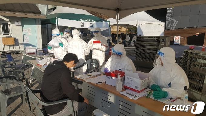 충북지역 확진자 13명 추가 발생…가족·지인·직장동료 감염확산(종합2보)