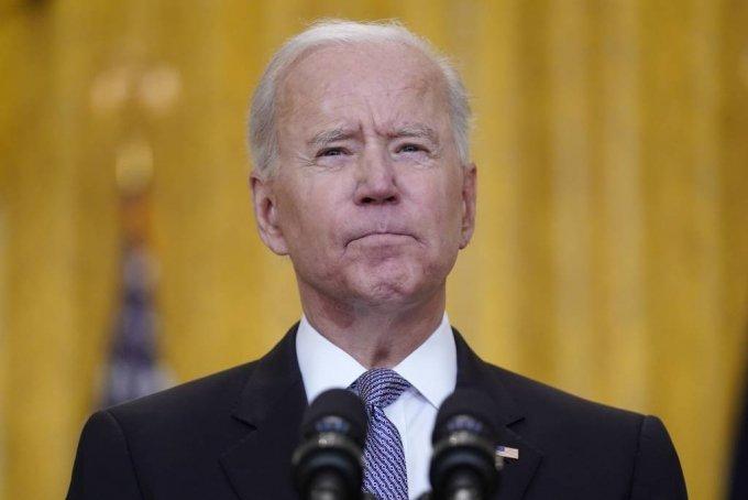 [워싱턴=AP/뉴시스] 조 바이든 미국 대통령이 17일(현지시간) 백악관에서 연설하고 있다. 바이든 대통령은 6월 말까지 미국 보건 당국이 승인한 코로나19 백신 2000만 회 접종분을 해외에 보낼 계획이라고 밝혔다. 2021.05.18