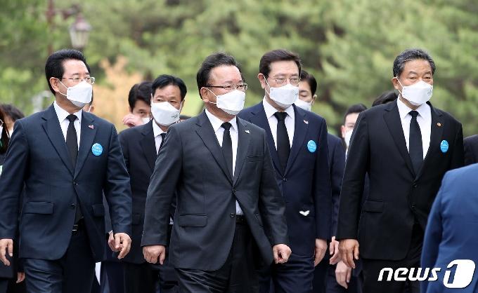 [사진] 5·18 기념식 참석하는 김부겸 총리