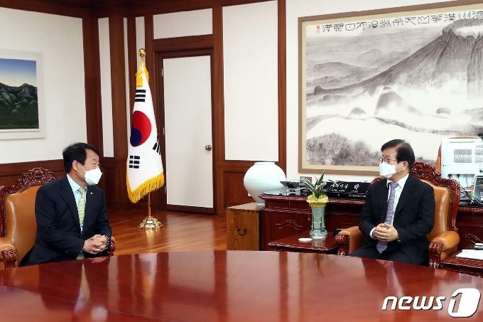 [사진] 새마을운동중앙회장, 국회의장 만나 협력과 연대 당부