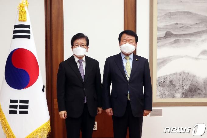 [사진] 염홍철 새마을운동중앙회장, 박병석 국회의장 만나