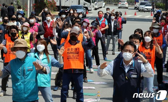 [사진] 민주노총 '최저임금 대폭인상!'