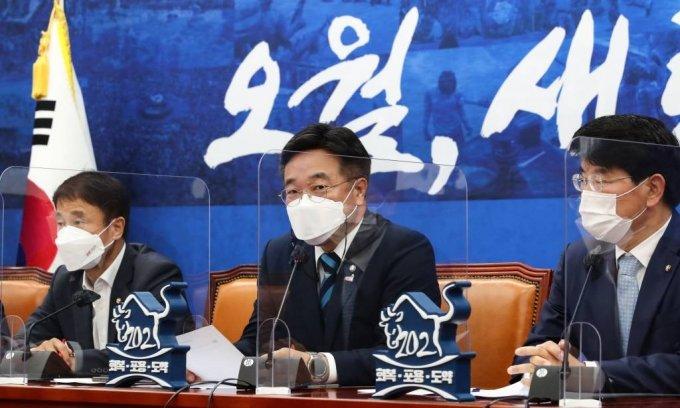 더불어민주당 윤호중 원내대표가 18일 서울 여의도 국회에서 열린 원내대책회의에서 발언하고 있다. / 사진제공=뉴시스