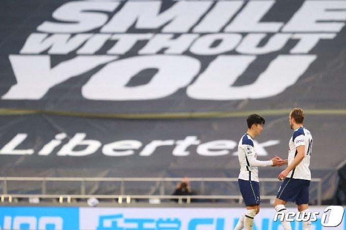 침묵한 토트넘 홋스퍼 손흥민(왼쪽)과 해리 케인. © AFP=뉴스1