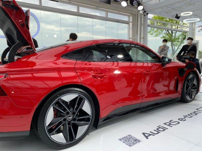아우디 RS e-트론 GT 측면부/사진=이강준 기자