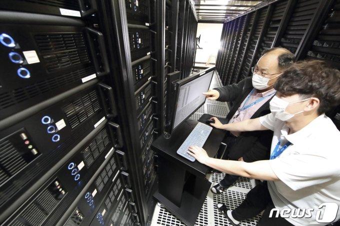 (서울=뉴스1) = KT가 서울 구로구에 'KT IDC 남구로'를 열고 본격적인 가동을 시작했다고 12일 밝혔다.  (KT 제공) 2021.5.12