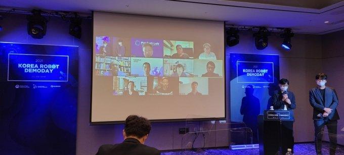 14일 서울 JW메리어트 호텔에서 열린 '2021 코리아 로봇 데모데이'에서 투자유치를 위한 국내 로봇기업들의 기업소개(IR) 피칭이 진행됐다. /사진=한국로봇산업진흥원 제공