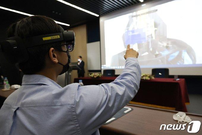 [사진] 포항공대 가상증강현실 첨단 강의실 공개