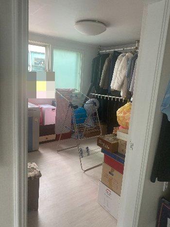 깔끔하게 정돈된 박 할아버지의 방. 그러나 홀로 사는 남성 어르신들의 집이 보통 잘 정돈돼 있지 않은 경우가 많아, 정리 방법도 알려준다고 했다./사진=남형도 기자