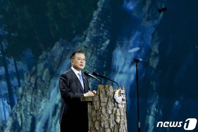 (서울=뉴스1) 이광호 기자 = 문재인 대통령이 30일 오후 서울 동대문디자인플라자에서 열린 '2021 P4G 서울 녹색미래 정상회의' 개회식에서 개회사를 하고 있다. 2021.5.30/뉴스1