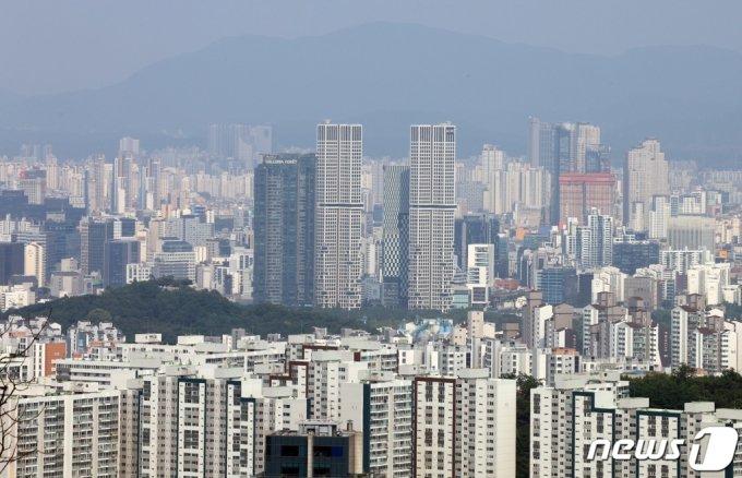 서울 중구 남산에서 바라본 성동구 일대 아파트단지. /사진제공=뉴스1