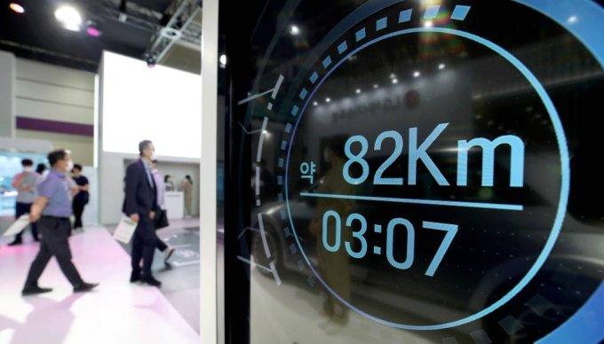 서울 강남구 코엑스에서 열린 2021 인터배터리 전시회에 전기차 충전기가 전시돼 있다. / 사진=뉴시스