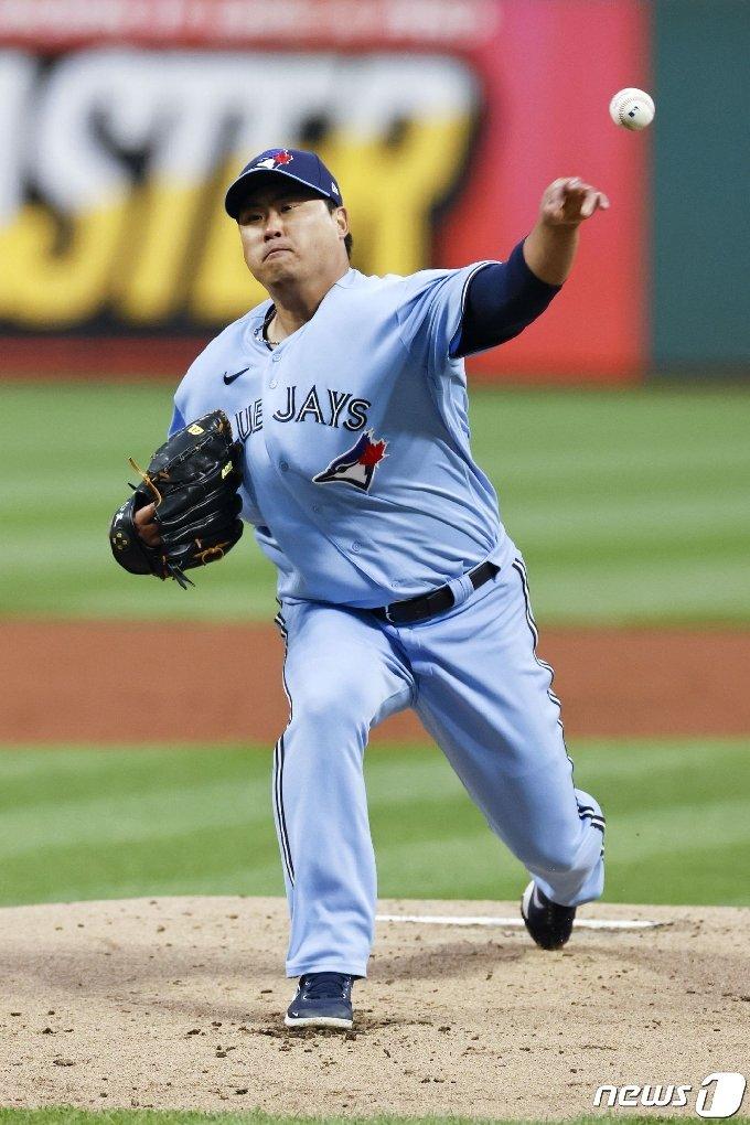 류현진이 시즌 처음으로 1회에 3점을 허용했다. © AFP=뉴스1