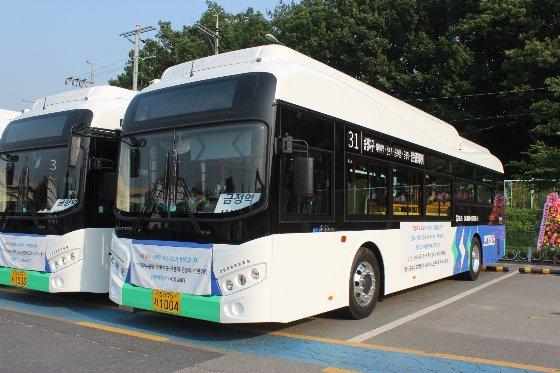 에디슨모터스가 최근 군포 산본여객에 공급한 전기버스/사진제공=에디슨모터스
