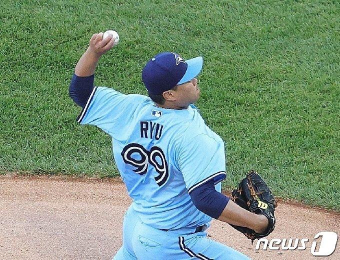 류현진은 11일(한국시간) 시카고 화이트삭스전에서 시즌 6번째 퀄리티스타트를 기록했다. © AFP=뉴스1
