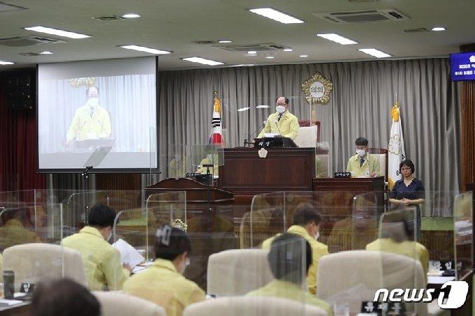 전북 익산시의회가 11일 제4차 본회의를 끝으로 23일간 진행된 제235회 제1차 정례회 의사일정을 마무리하고 있다.2021.6.11(익산시의회 제공)2021.6.11/뉴스1