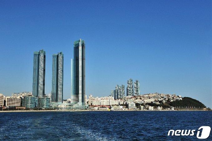 부산 해운대구 중동에 들어선 초고층 주상복합 아파트 엘시티 전경.(엘시티PEV 제공) © News1 박세진 기자