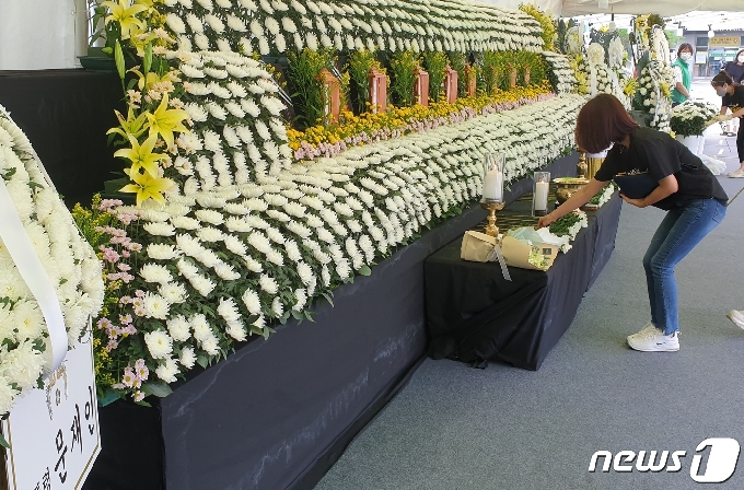 [사진] 광주 붕괴 참사 희생자 추모 발길